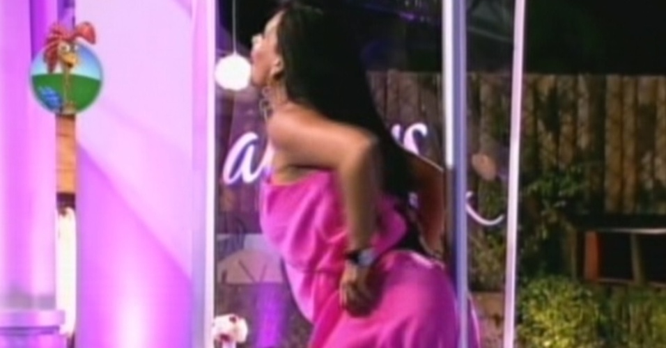 Gretchen sensualiza na festa desta sexta-feira (6/7/12)