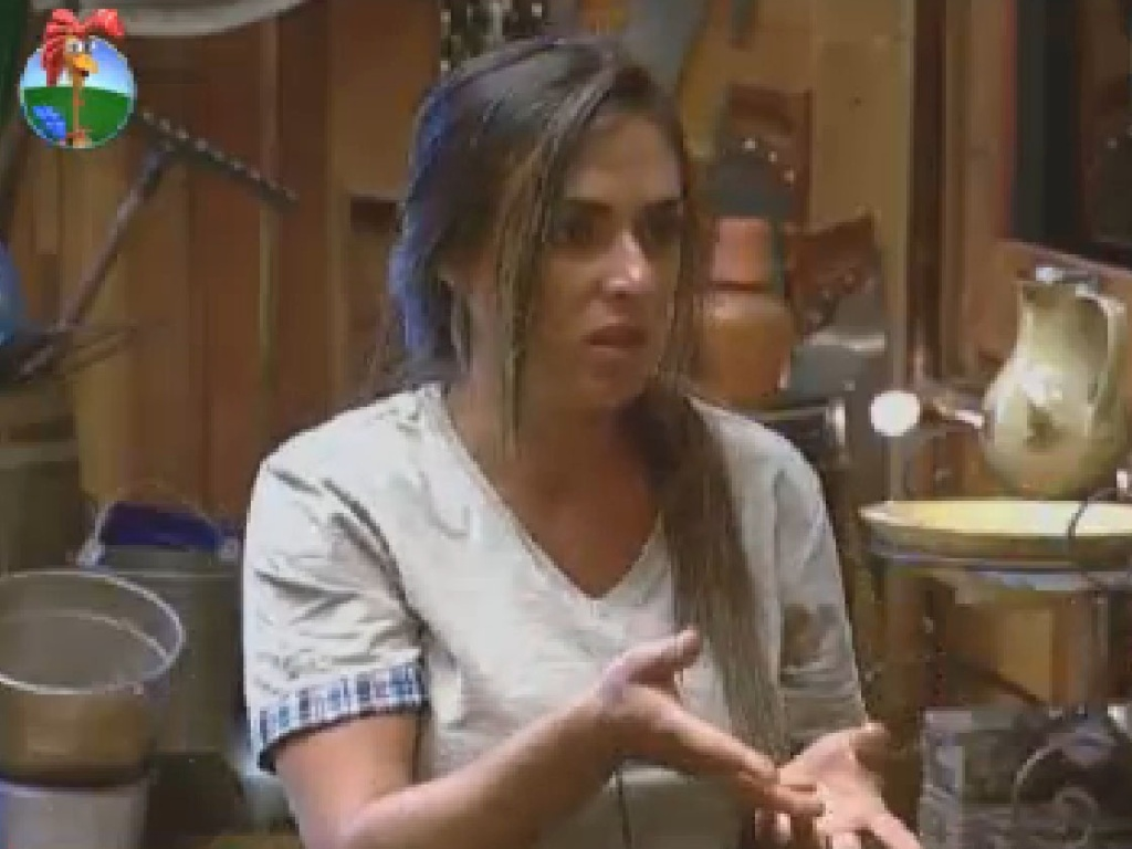 Nicole Bahls conversa com Penélope no celeiro (9/7/12)