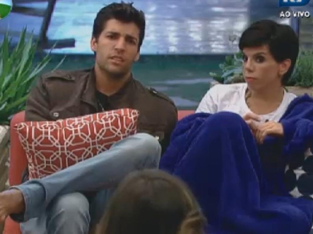 Diego Pombo e Penélope criticam Léo Áquilla na noite desta terça-feira (10)