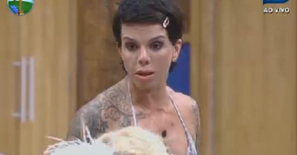 Penélope Nova fala de entrevistas com os peões (12/7/12)
