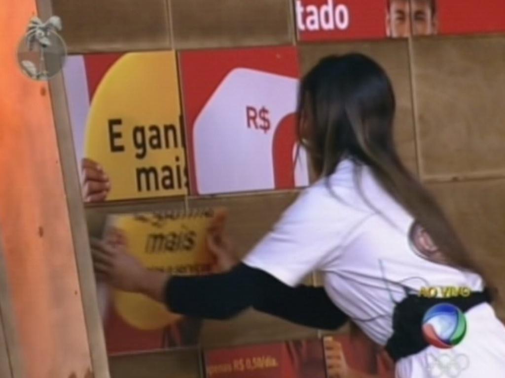 Nicole Bahls monta quebra-cabeça durante prova da chave (15/7/12)