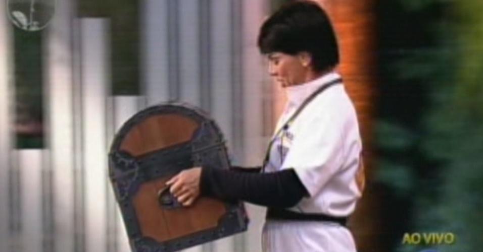Penélope Nova carrega a arca que contém o poder da chave da semana (15/7/12)