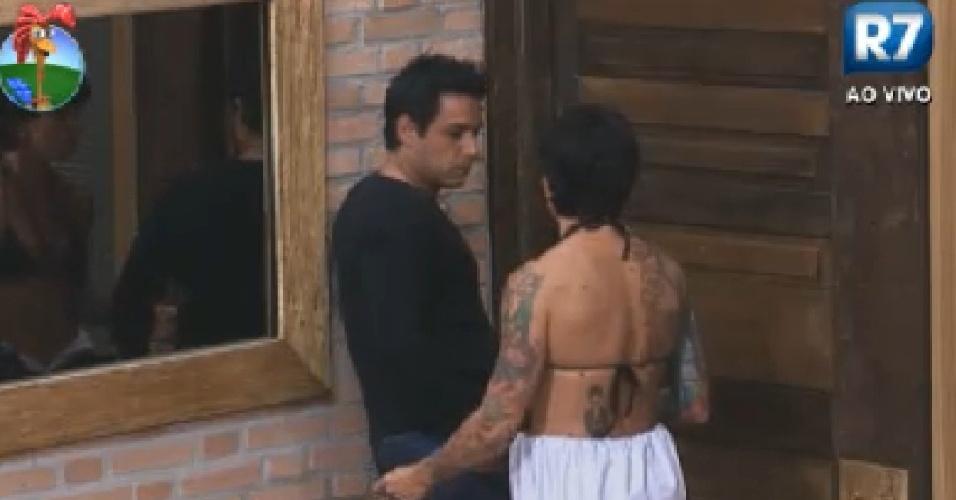 Penélope Nova explica para Vavá porque o  mandou para o celeiro (15/7/12)