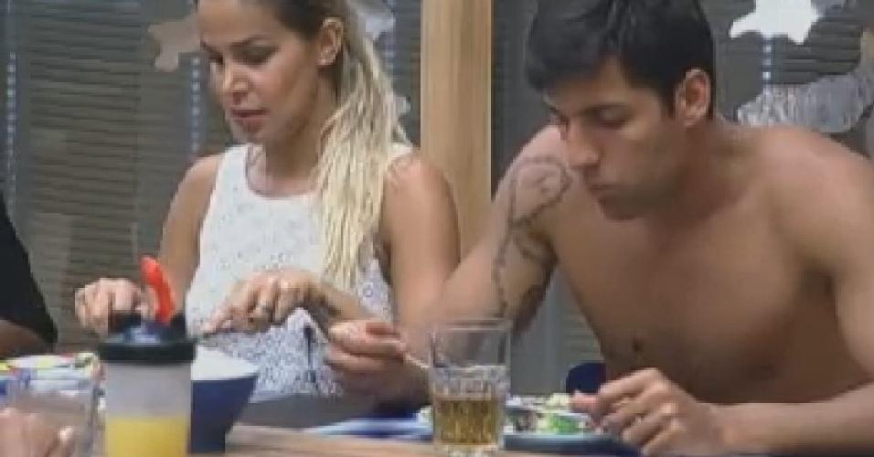 Robertha Portella e Diego Pombo almoçam com peões (15/7/12)