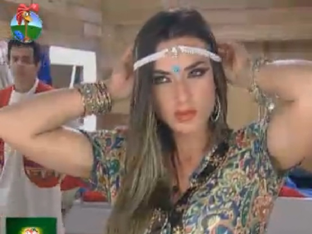 Nicole Bahls se arruma com roupas indianas para vídeo inspirado em Bollywood (16/7/12)