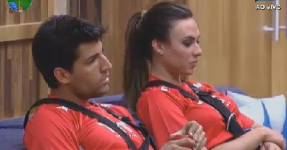 Diego Pombo fala sobre namoro com Alinne Rosa para Nicole Bahls (17/7/12)