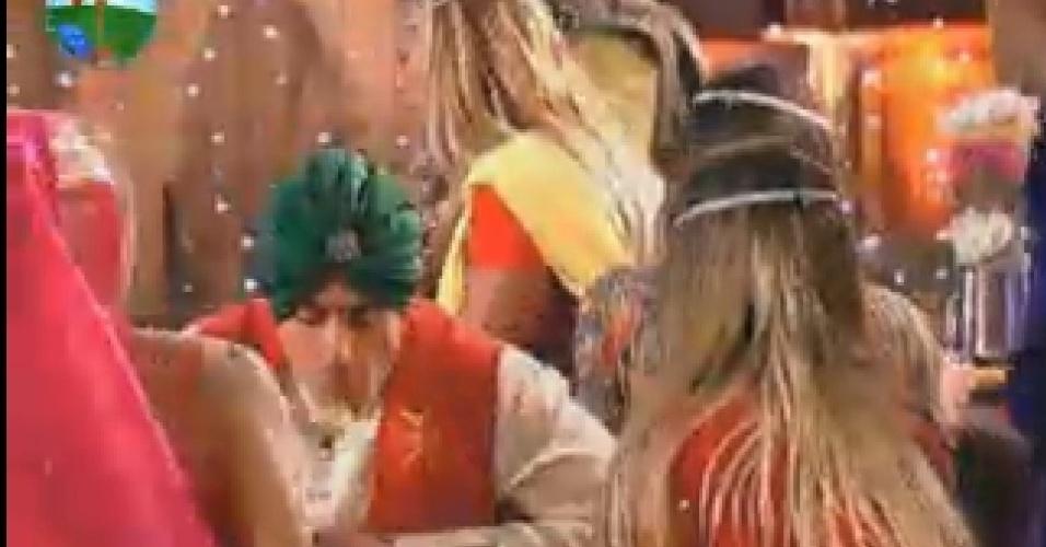 Peões se esbaldam em jantar típico indiano nesta segunda-feira (16/7/12)