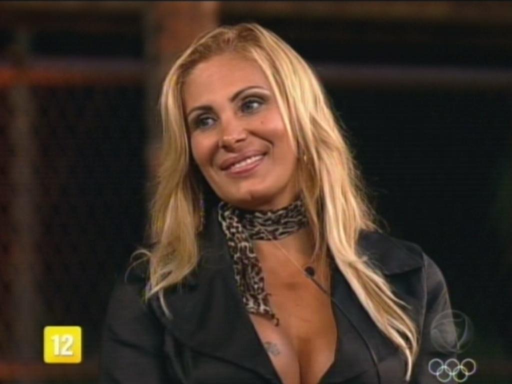 Ângela Bismarchi perde para Viviane Araújo e é eliminada de