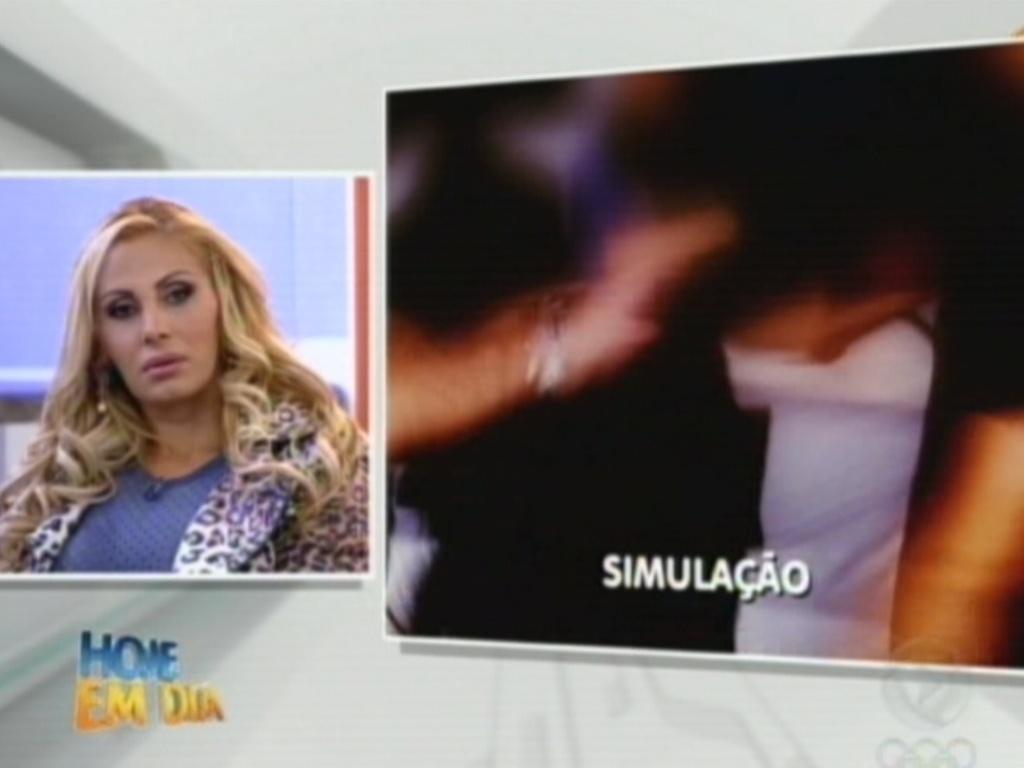 Ânegal Bismarchi assiste a simulção da morte da irmã, Angelina Filgueiras (20/7/12)