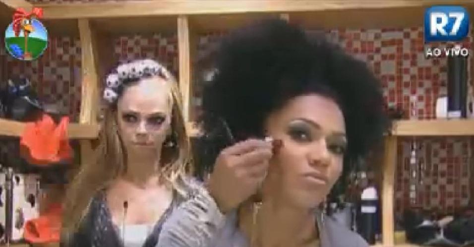 Simone Sampaio passa maquiagem para a festa Olimpíadas desta sexta-feira (20/7/12)