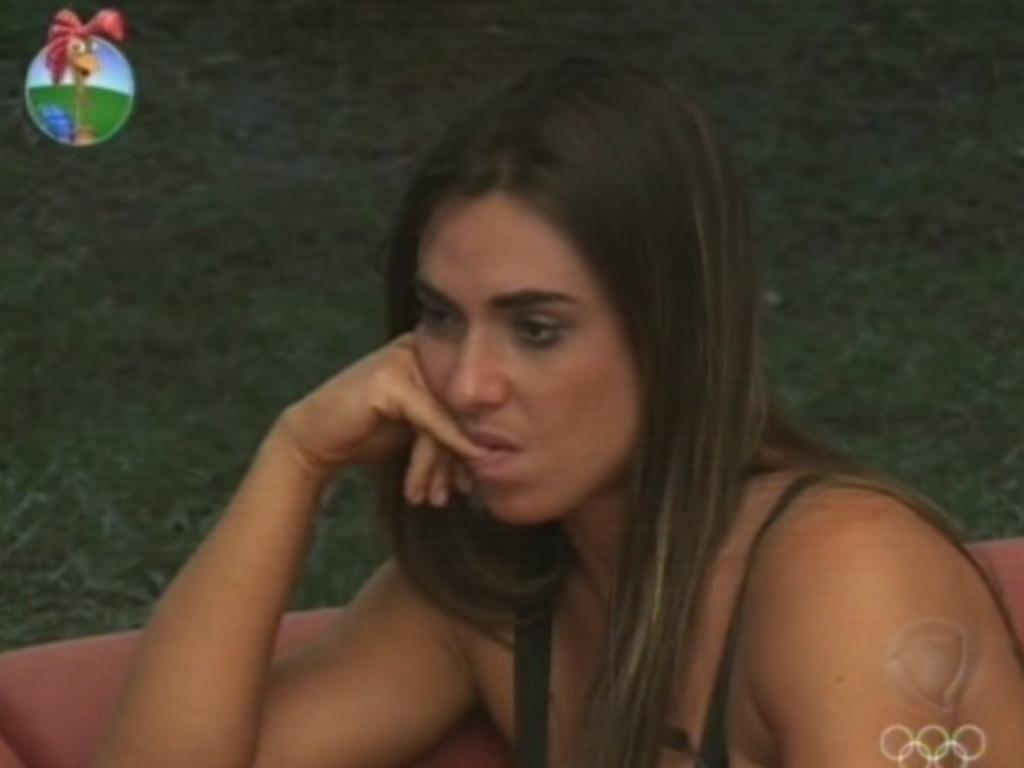 Nicole Bahls critica peões para Penélope Nova (20/7/12)