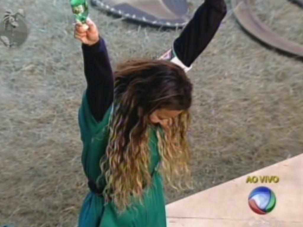 Viviane Araújo comemora vitória na prova da chave (22/7/12)