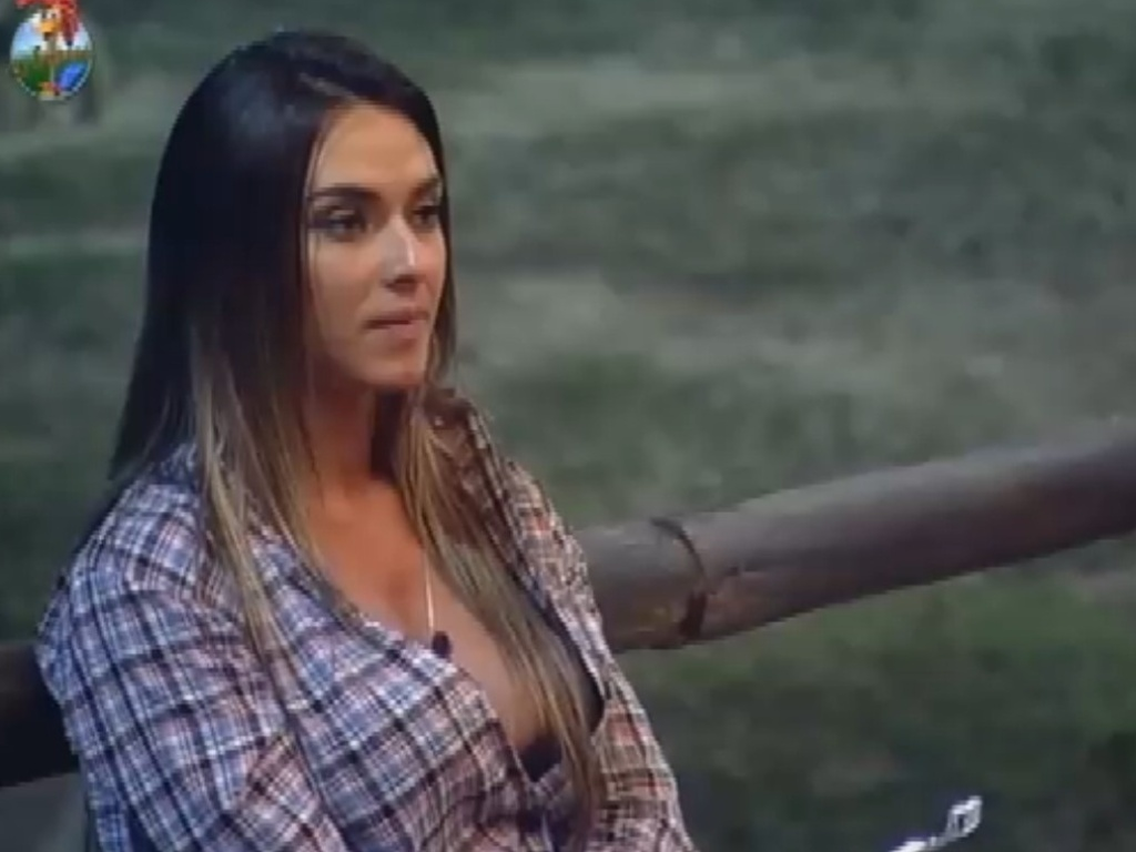 Nicole Bahls detona Victor Ramos e relembra traição do jogador de futebol (22/7/12)