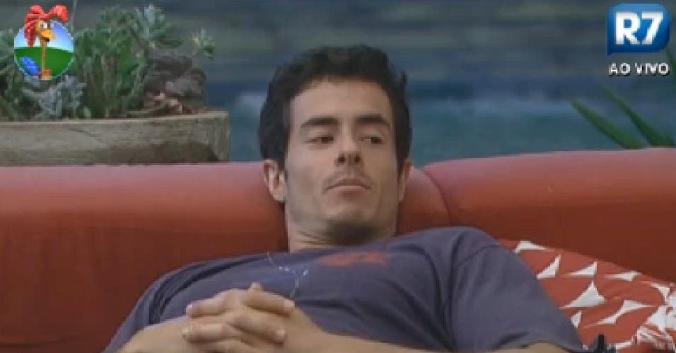 Felipe Folgosi reclama de ser tirado de algumas provas por já ter conquistado prêmios no reality (25/7/12)