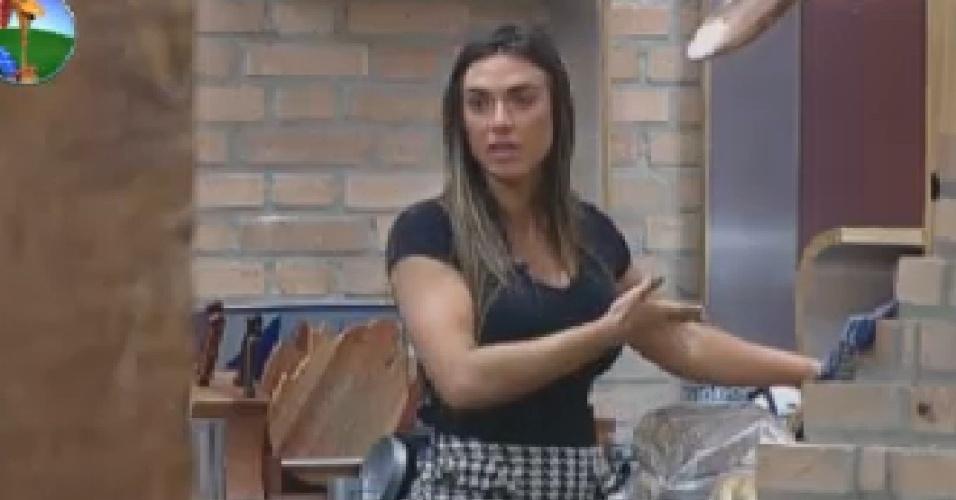 Nicole Bahls reclama do desperdício de pão na sede (25/7/12)