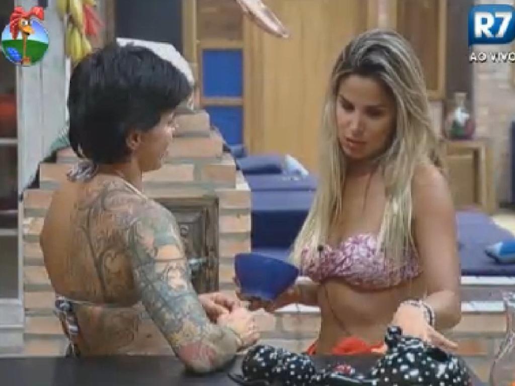 Robertha Portella desabafa com Penélope Nova sobre discussão com Diego Pombo (25/7/12)