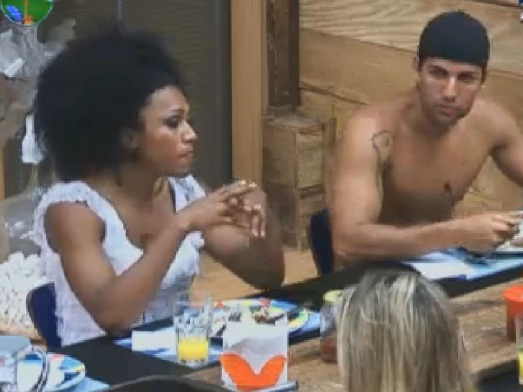 Simone Sampaio e Diego Pombo almoçam com peões (25/7/12)
