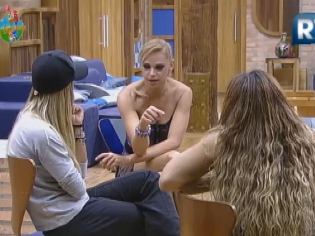 Léo Áquilla faz revelações para Viviane Araújo e Robertha Portella (25/7/12)