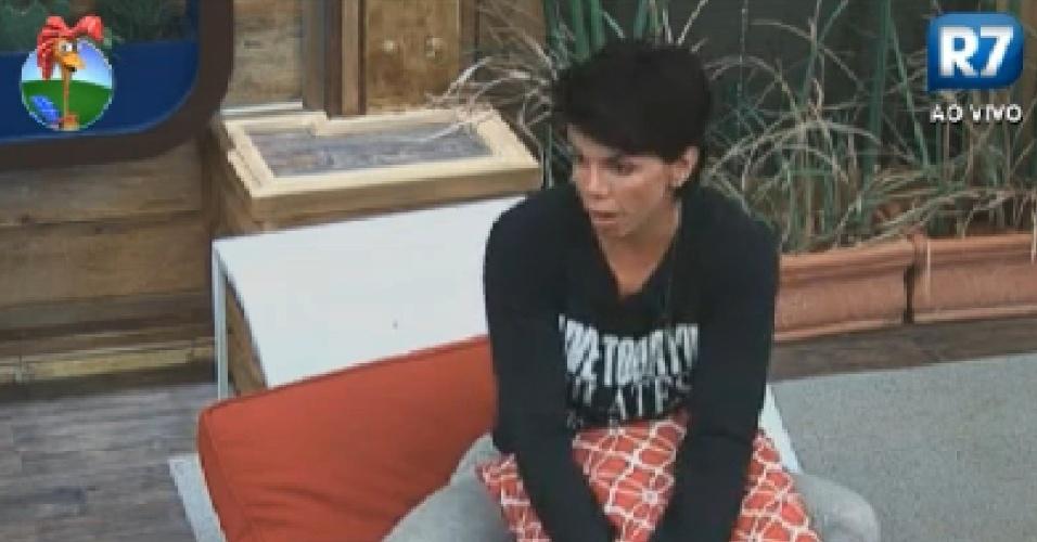 Penélope Nova fala sobre amizade com Nicole Bahls (26/7/12)