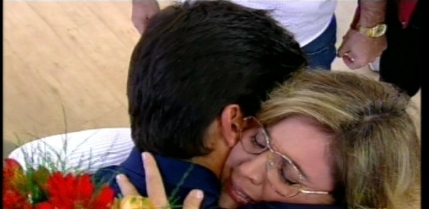 Diego Pombo reencontra a mãe Rosângela após dois meses de confinamento (27/7/12)