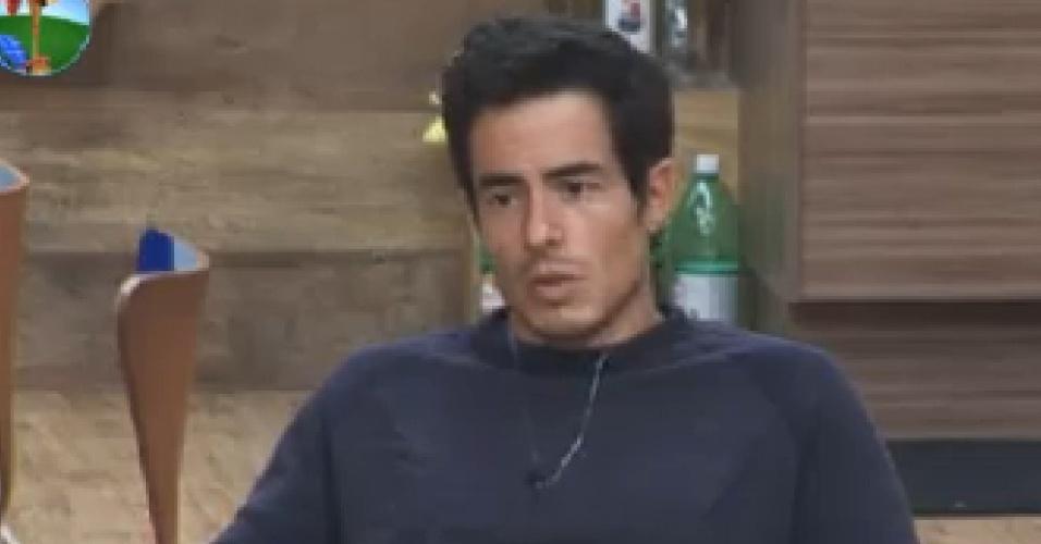 Felipe Folgosi conversa na sede após eliminação de Diego Pombo (26/7/12)