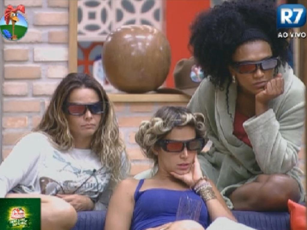 Viviane Araújo, Robertha Portella e Simone Sampaio assistem a cerimônia de abertura dos jogos olímpicos (27/7/12)