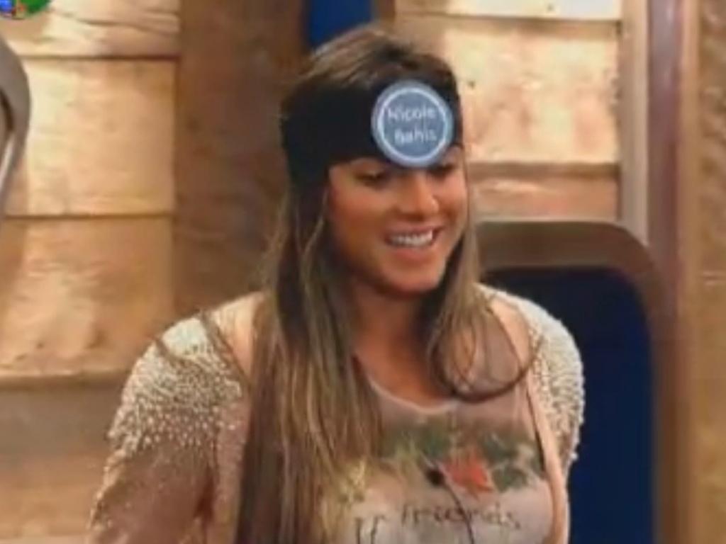 Nicole Bahls adivinha o próprio nome em brincadeira (29/7/12)