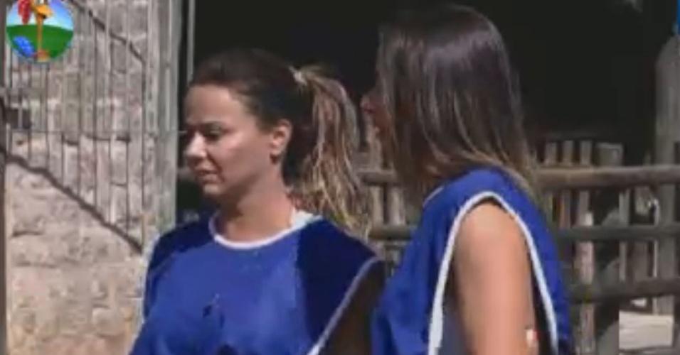 Viviane Araújo e Nicole Bahls discutem estratégia de jogo (29/7/12)