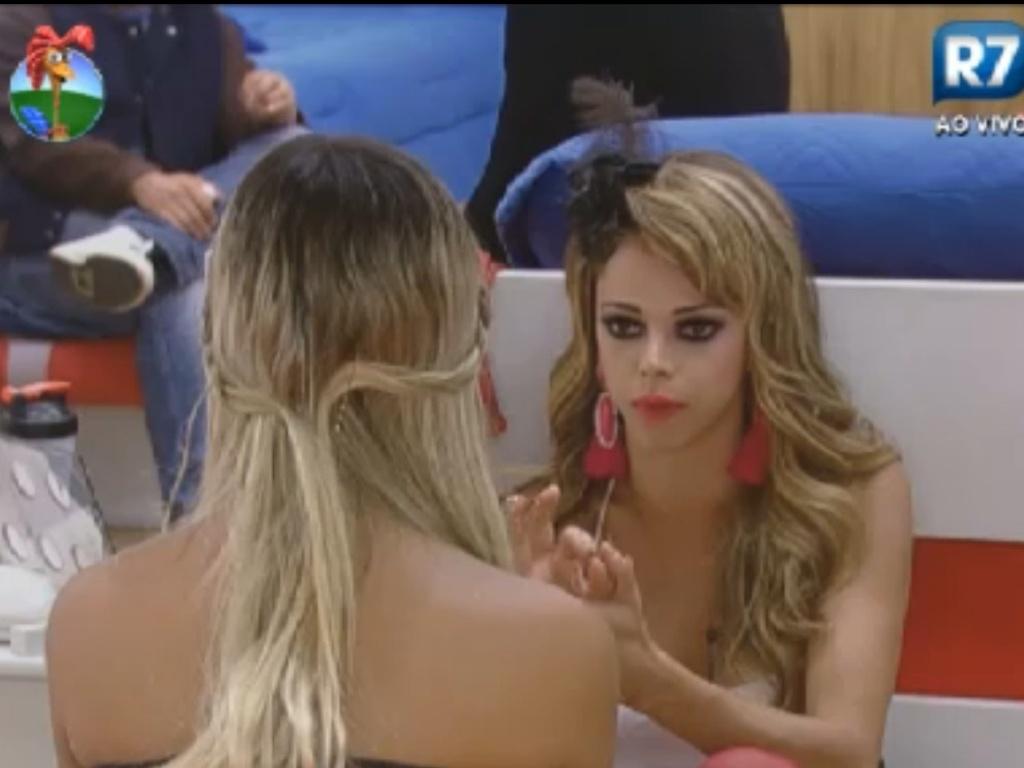 Léo Áquilla fala sobre preconceitos com Robertha Portella (30/7/12)