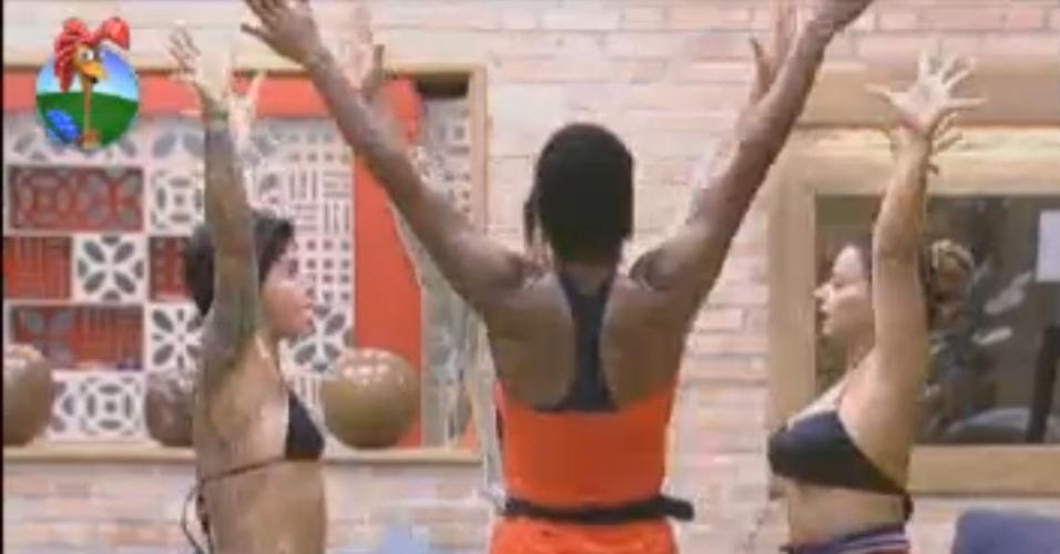 Grupo formado por Penélope, Vavá, Simone e Viviane ensaia coreografia de nado sincronizado (1/8/12)