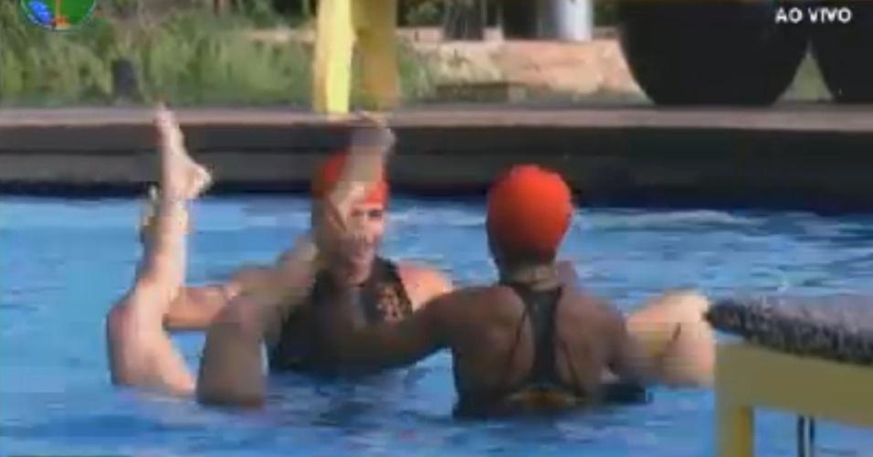 Grupo formado por Simone Sampaio, Vavá, Penélope Nova e Viviane Araújo se apresenta na piscina (1/8/12)