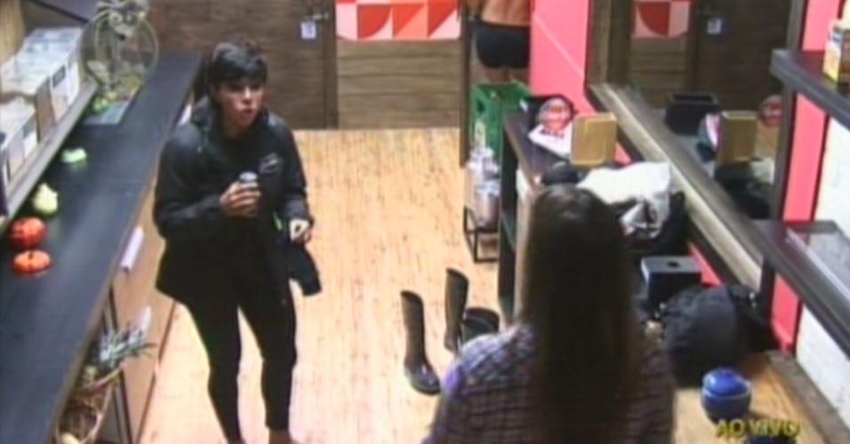 Penélope Nova reclama de ter sido indicada por Léo Áquilla para a roça (1/8/12)
