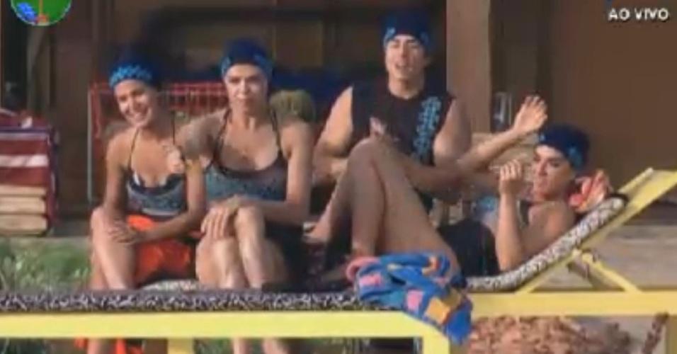 Robertha, Léo, Felipe e Nicole assistem apresentação de nado sincronizado dos coelgas (1/8/12)