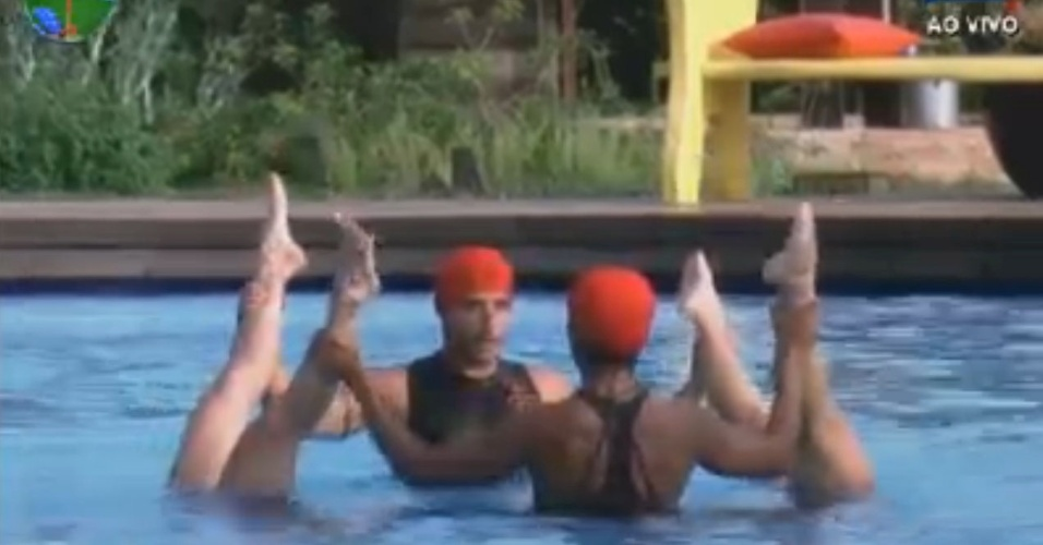 Simone Sampaio, Vavá, Viviane Araújo e Penélope Nova fazem apresentação de nado sincronizado em