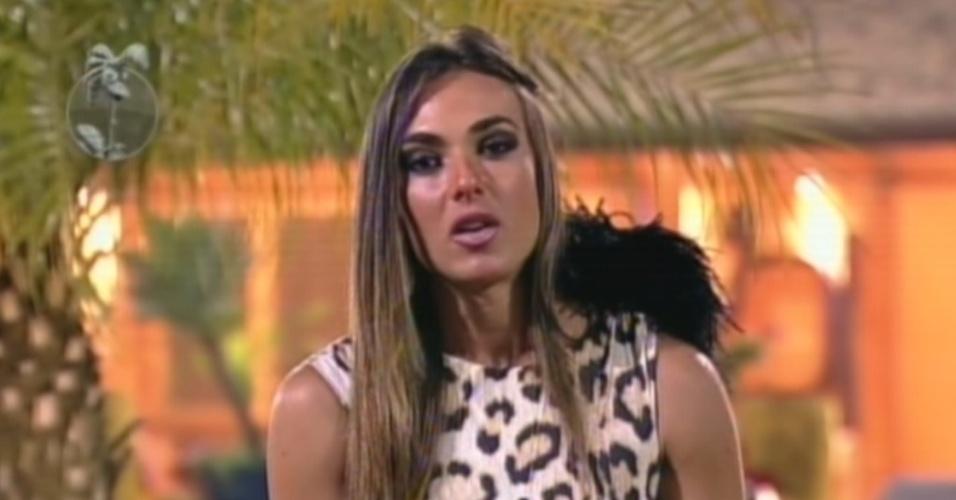 Nicole Bahls defende sua permanência no reality durante roça disputada com Penélope Nova (2/8/12)