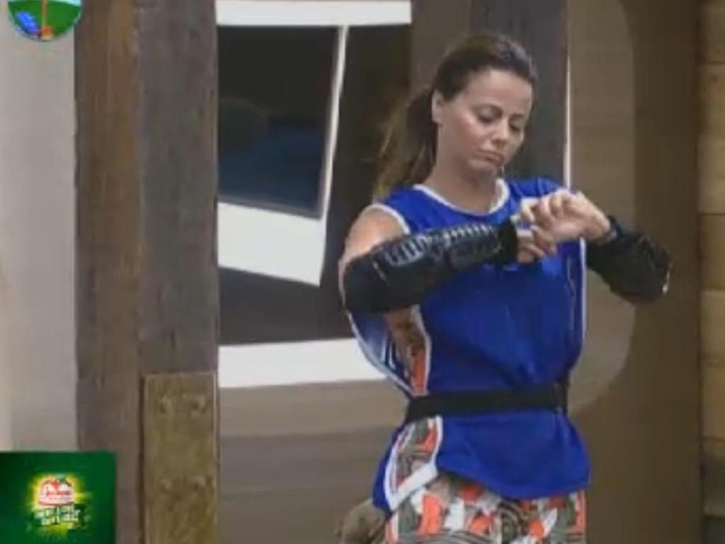 Viviane Araújo se prepara para atividade (4/8/12)