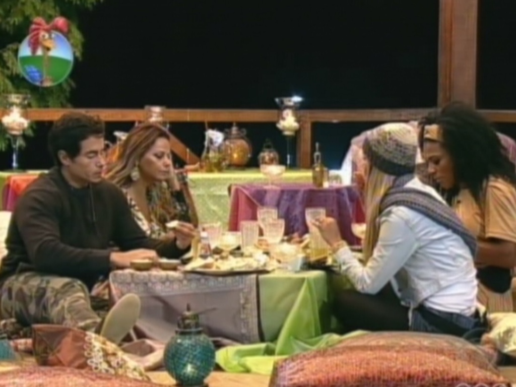 Felipe Folgosi, Viviane Araújo, Robertha Portella e Simone Sampaio ganham jantar árabe (4/8/12)