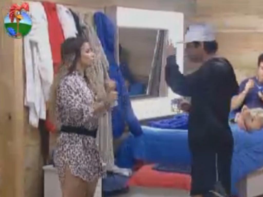 Viviane Araújo briga com Vavá por indicação para o celeiro (5/8/12)
