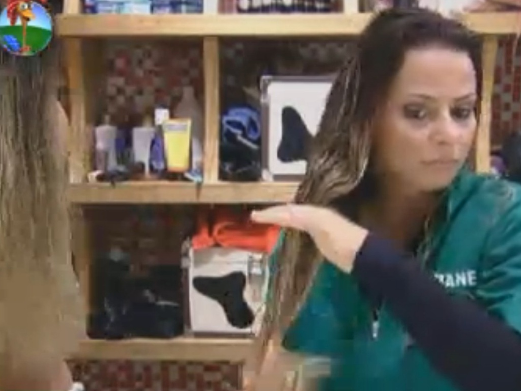 Viviane Araújo se arruma para a prova da chave (5/8/12)