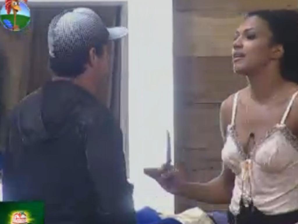 Simone Sampaio confornta Vavá e diz que ele também reclama de ir para o celeiro (5/8/12)