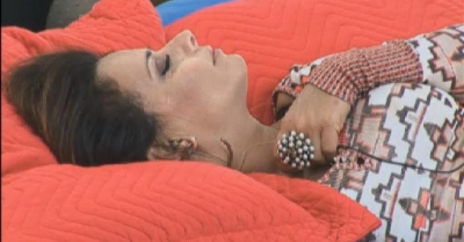 Viviane Araújo chora ao ouvir seleção de música romântica (6/8/12)