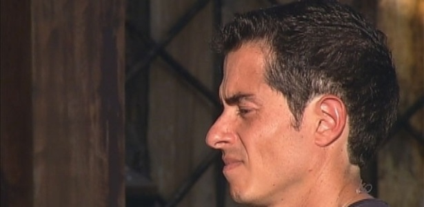 Felipe Folgosi exibe novo visual depois de cortar os cabelos (8/8/12)