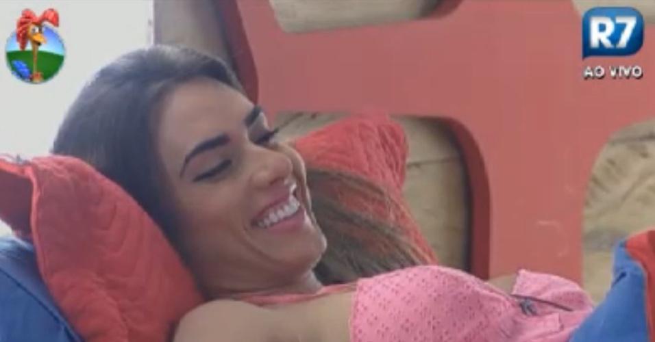 Nicole Bahls da risada ao descobrir que confundiu mandioca com queijo ralado (8/8/12)