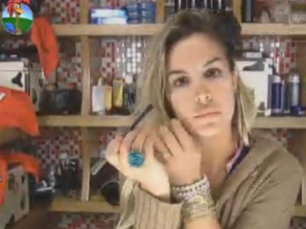 Robertha Portella se maquia logo depois de acordar (8/8/12)