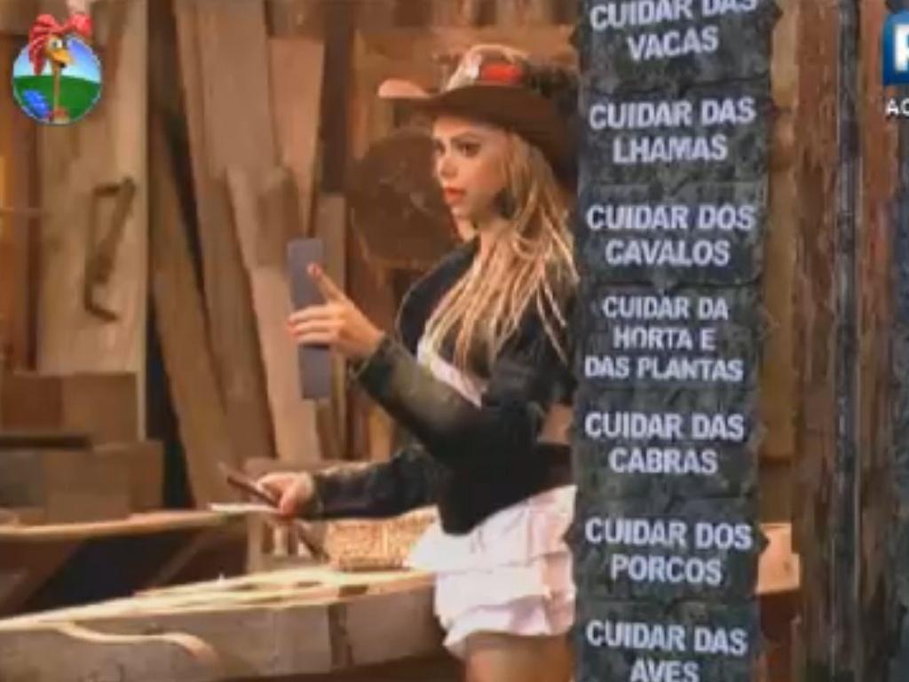 Léo Áquilla distribui obrigações com o posto de comando do reality (8/8/12)