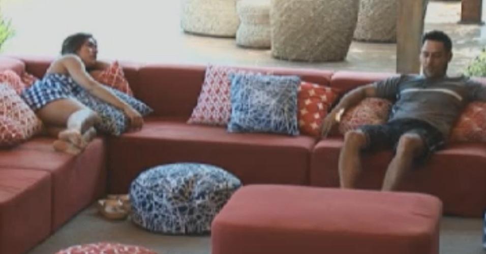 Nicole Bahls conversa com Vavá na varanda (9/8/12)