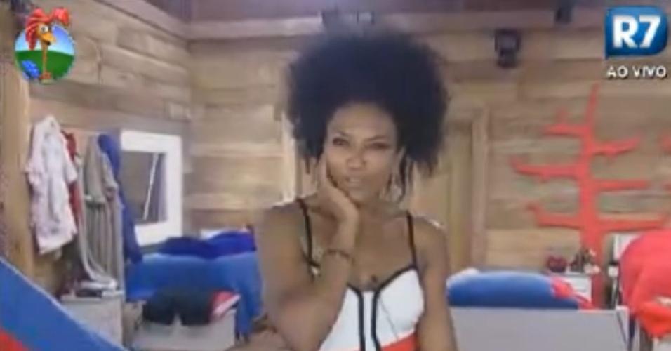 Simone Sampaio prova vestido de Nicole Bahls e faz caras e bocas em frente ao espelho (10/8/12)