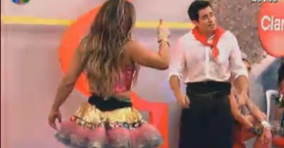 Felipe Folgosi aproveita festa junto com Viviane Araújo (10/8/120