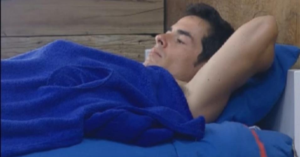 Instrospectivo, Felipe Folgosi, descansa após o almoço (11/8/12)
