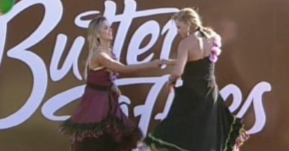 Robertha Portella dança com Léo Áquilla em atividade (11/8/12)